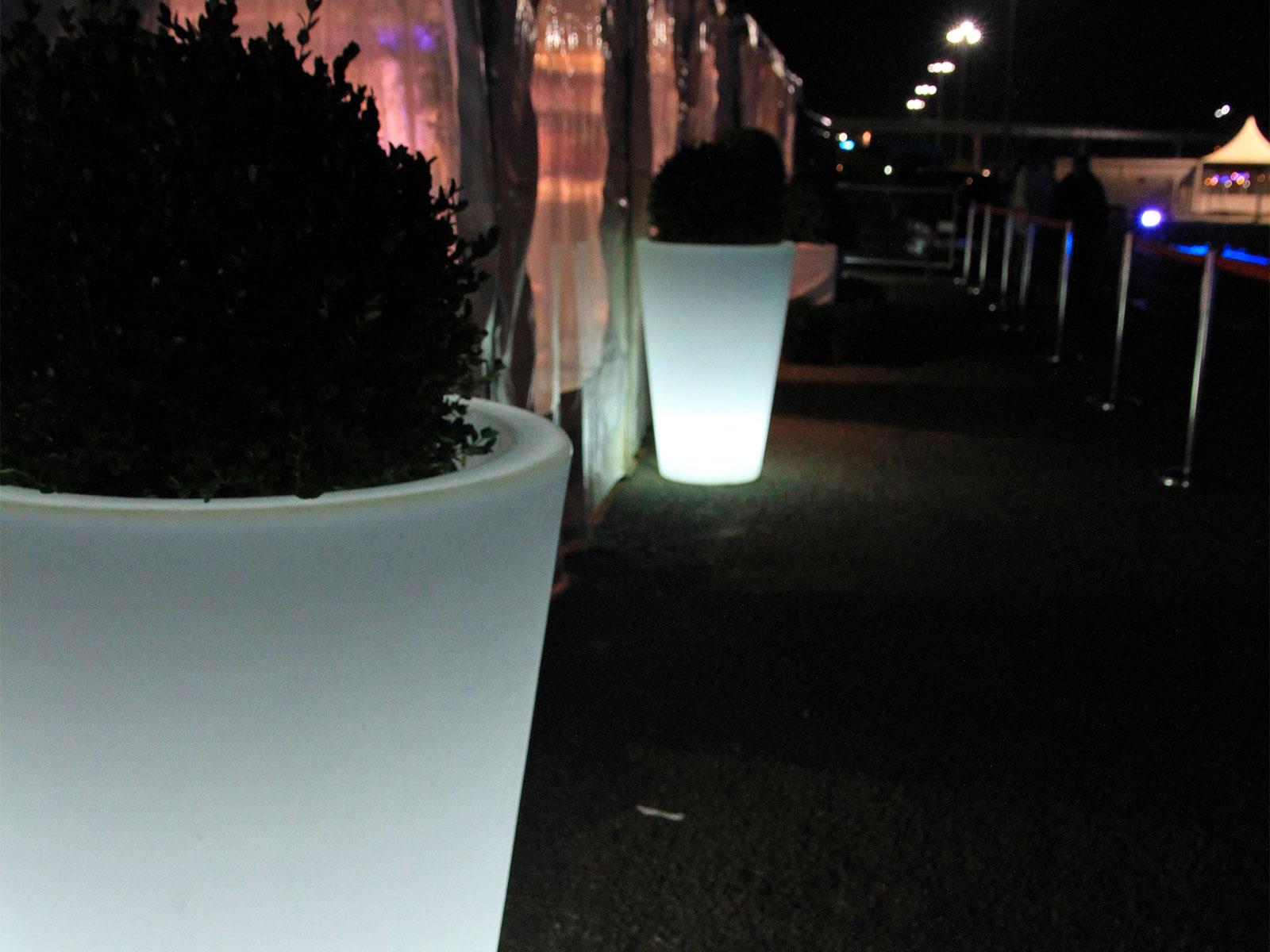 Pot blanc lumineux  extérieur